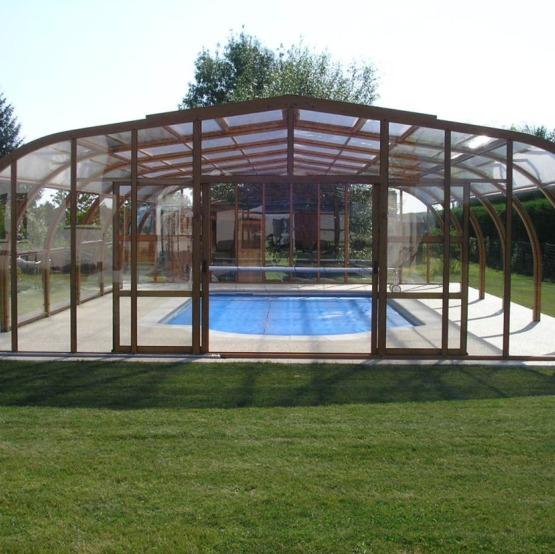 Abri piscine hors sol repliable trendy toit de piscine for Abri piscine relevable