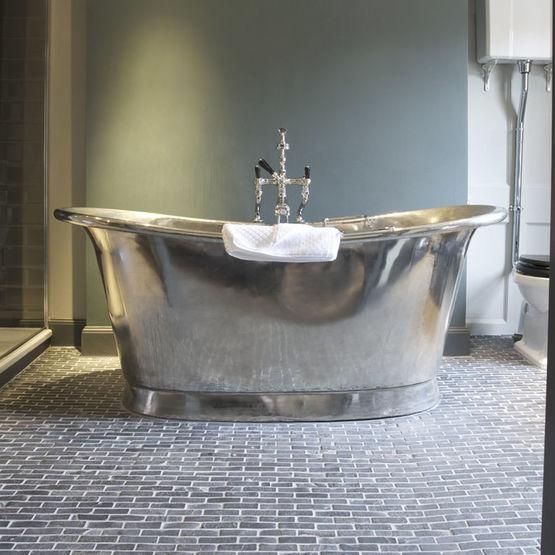 baignoire longueur with baignoire longueur petite salle. Black Bedroom Furniture Sets. Home Design Ideas