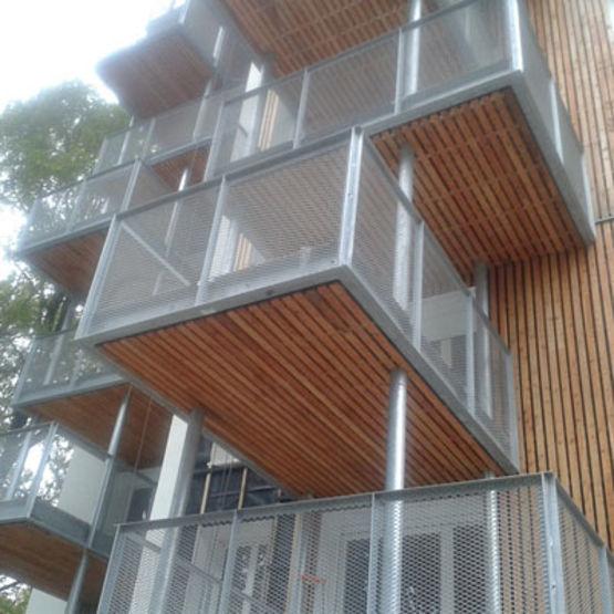 balcons en acier personnalisables balcon m tallique sur. Black Bedroom Furniture Sets. Home Design Ideas