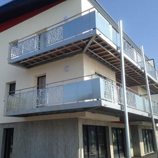 balcons en acier personnalisables balcon m tallique sur mesure equipe m. Black Bedroom Furniture Sets. Home Design Ideas