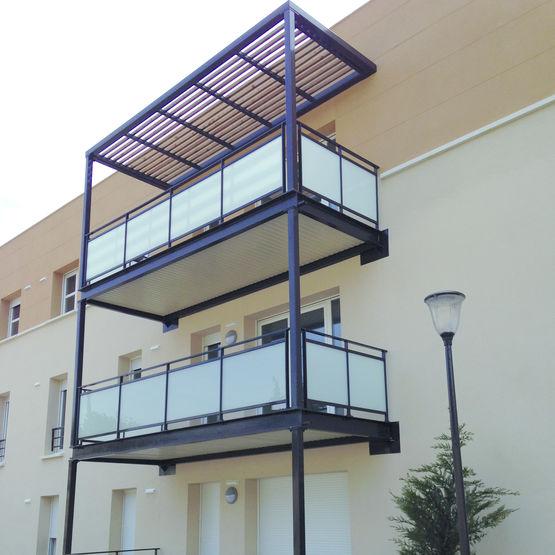 balcons en acier traditionnels balcon m tallique. Black Bedroom Furniture Sets. Home Design Ideas