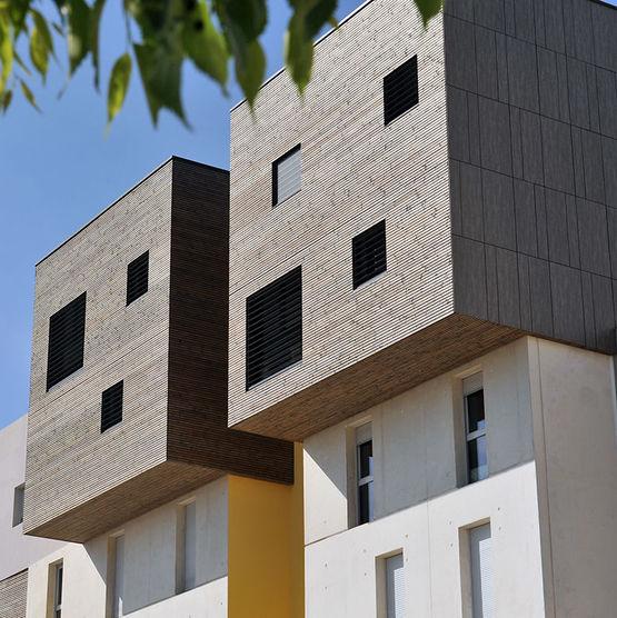bardage en bois massif d 39 aspect claire voie gris par impr gnation piveteaubois. Black Bedroom Furniture Sets. Home Design Ideas