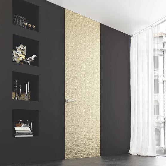 Bloc porte fleur de mur effet invisible for Charniere invisible porte interieure