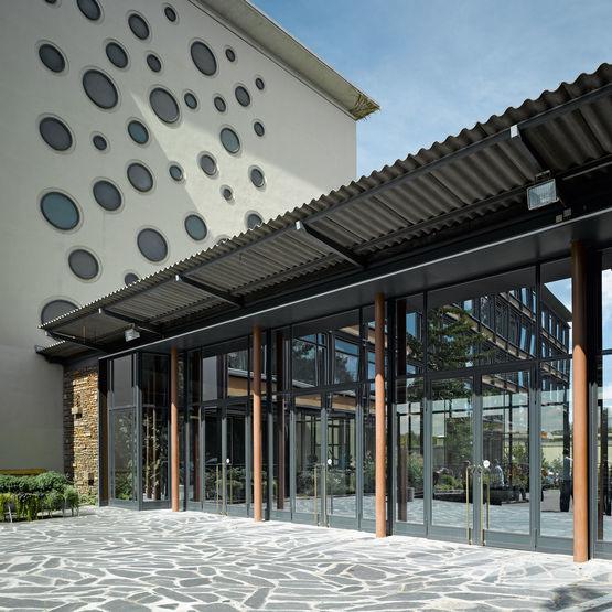Bloc porte d 39 entr e vitr e en profil s acier standard 50 jansen descasystem - Porte vitree exterieure ...