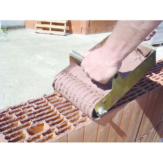 Brique alvéolaire pour maçonnerie de maison soumis à la re2020