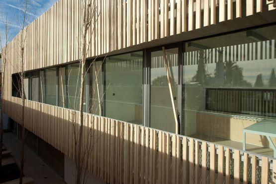 brise soleil stable en bois massif brise soleil en bois accoya bois accoya. Black Bedroom Furniture Sets. Home Design Ideas