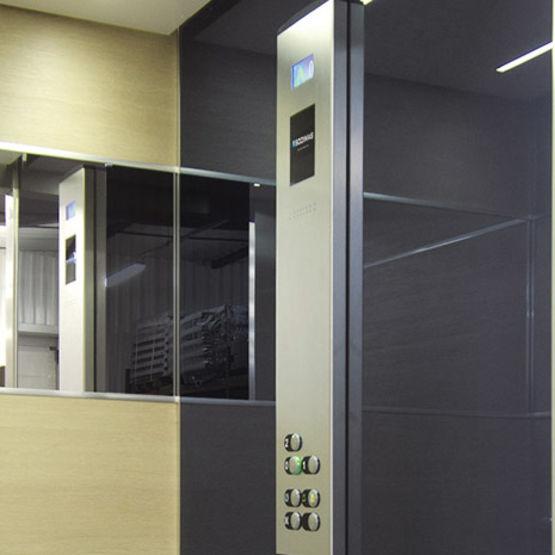 cabines d ascenseur aspect bois ou imitation b ton cir. Black Bedroom Furniture Sets. Home Design Ideas