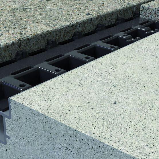 Caniveau hydraulique invisible pour terrasse et plage de for Caniveau invisible pour terrasse