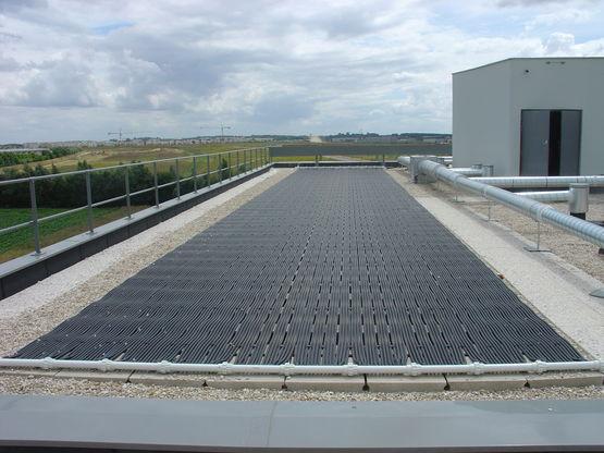 Capteurs solaires pour chauffage direct de l 39 eau de for Chauffage piscine toiture