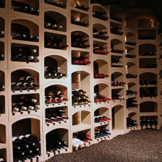 casier en pierre calcaire d une capacit de 23 bouteilles casier bouteilles pierre blanche. Black Bedroom Furniture Sets. Home Design Ideas