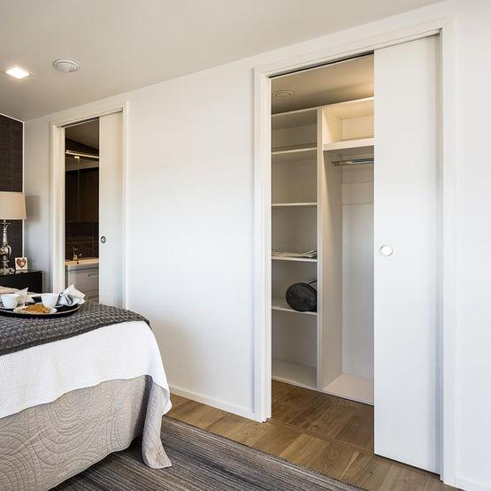 Ch ssis pour porte coulissante galandage unique eclisse for Porte des chambres en bois