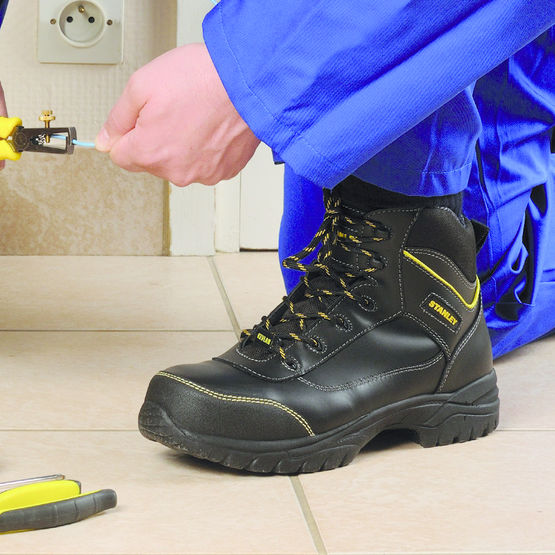 chaussures de s curit en cuir hydrofuge stanley black max s3 lemaitre s curit. Black Bedroom Furniture Sets. Home Design Ideas