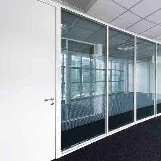 cloison amovible vitr e p85 initiale groupe qovans. Black Bedroom Furniture Sets. Home Design Ideas