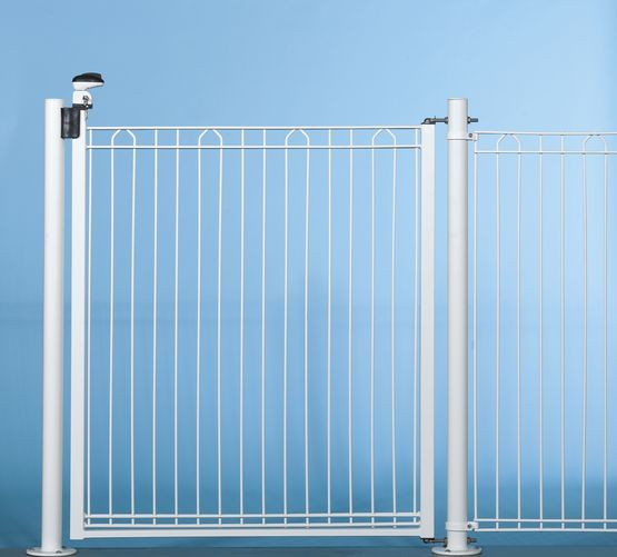 Cl ture barreaudage pour piscine bekazur 2d for Cloture aluminium pour piscine