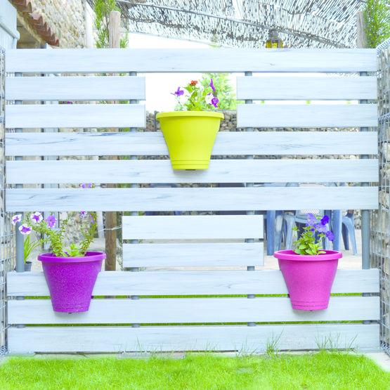 cl ture ajour e en pvc compartiments pour pots fleurs cl ture fran aise. Black Bedroom Furniture Sets. Home Design Ideas