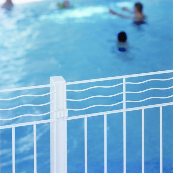 Cl ture en acier pour piscines aquaclo normaclo for Cloture amovible pour piscine