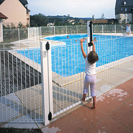 cl ture en acier pour piscines aquaclo normaclo. Black Bedroom Furniture Sets. Home Design Ideas