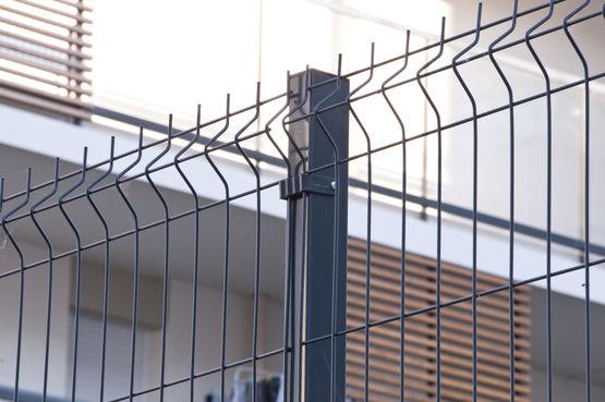 cl ture grillage en acier pour le r sidentiel panneau. Black Bedroom Furniture Sets. Home Design Ideas