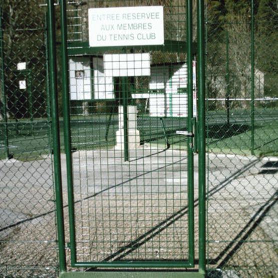 Cl ture pr te monter pour court de tennis kit tennis for Revetement court de tennis