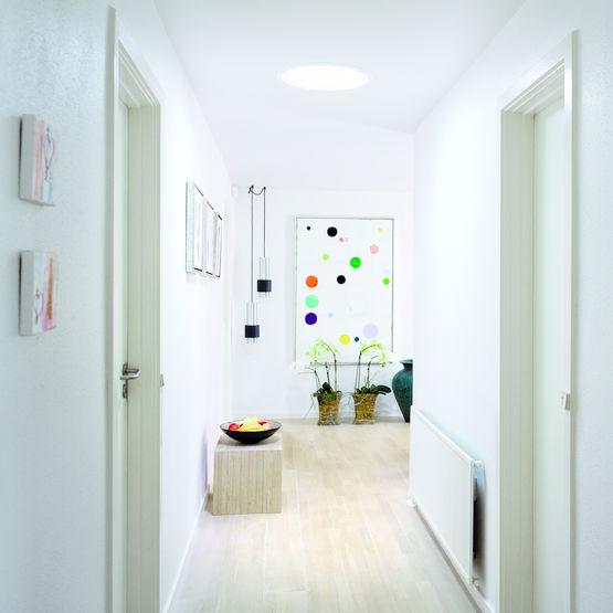 apporter de la lumire dans une pice sombre salle de bains avec systme coelux michael loos. Black Bedroom Furniture Sets. Home Design Ideas