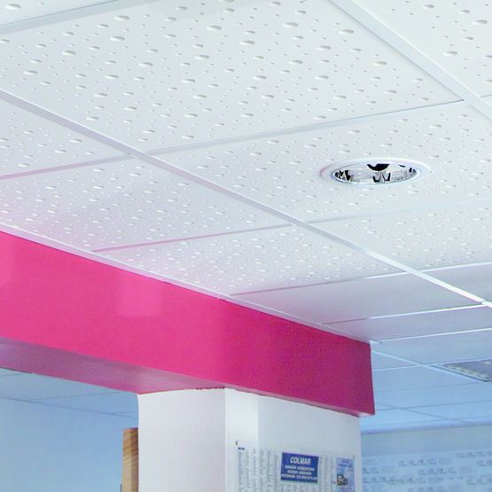 Dalle de plafond acoustique perforations al atoires knauf - Plafonds suspendus dalles decoratives ...