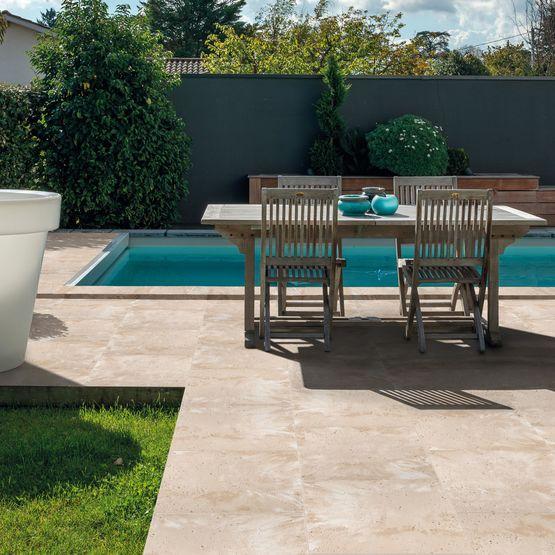 Joucques le dallage authentique pour piscine par carr d 39 arc for Dalles en pierre reconstituee