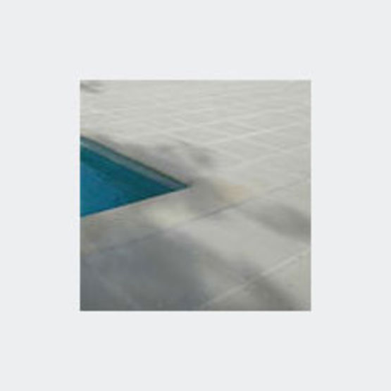 dalles en pierre reconstitu e pour pourtour de piscine les marina marlux. Black Bedroom Furniture Sets. Home Design Ideas