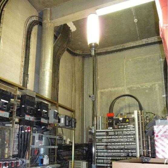 Clairage de chantier huit lampes pont es par deux elc - Lampe de chantier castorama ...