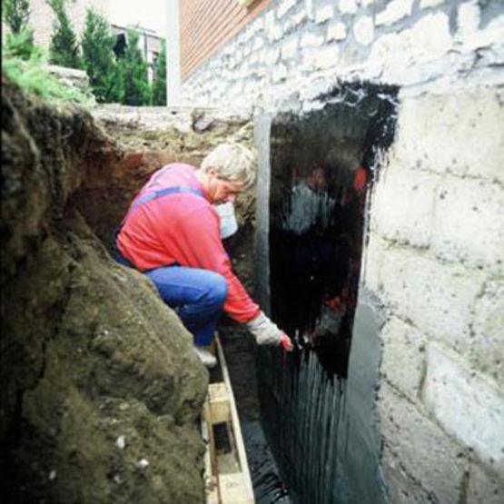 Emulsion de bitume liquide pour protection de ma onneries for Protection mur exterieur enterre