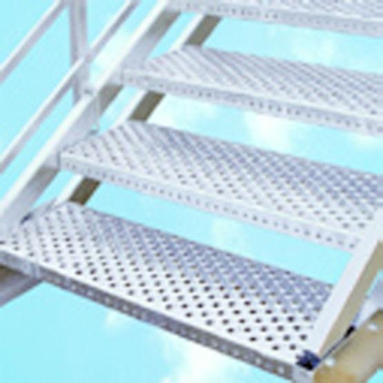 Escalier droit industriel g om trie variable marches for Escalier galvanise prix