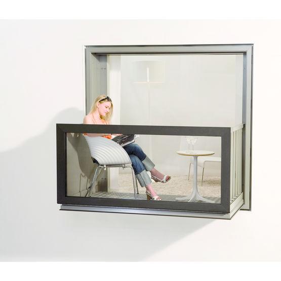 fen tre aluminium motoris e convertible en balcon kawneer. Black Bedroom Furniture Sets. Home Design Ideas