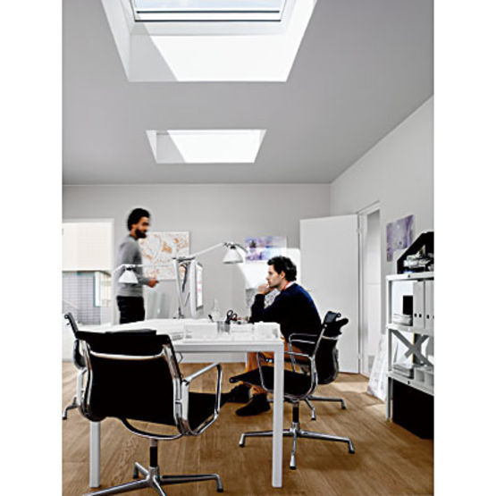 fen tre de toit avec tanch it pour toitures plates ou faible pente velux. Black Bedroom Furniture Sets. Home Design Ideas