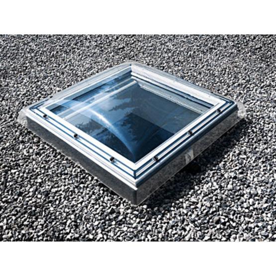 fen tre de toit avec tanch it pour toitures plates ou faible pente fen tre coupole pour. Black Bedroom Furniture Sets. Home Design Ideas
