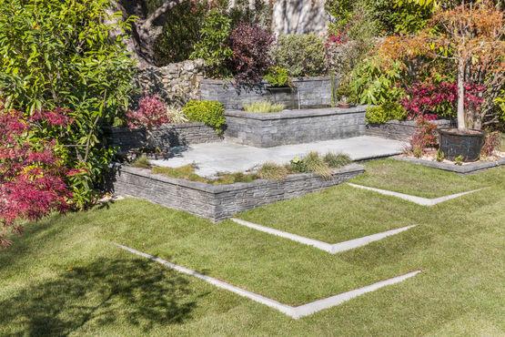 Fontaine de jardin murets et parements en pierre grise tag s fontaine buissonni re bradstone for Pierres pour muret de jardin