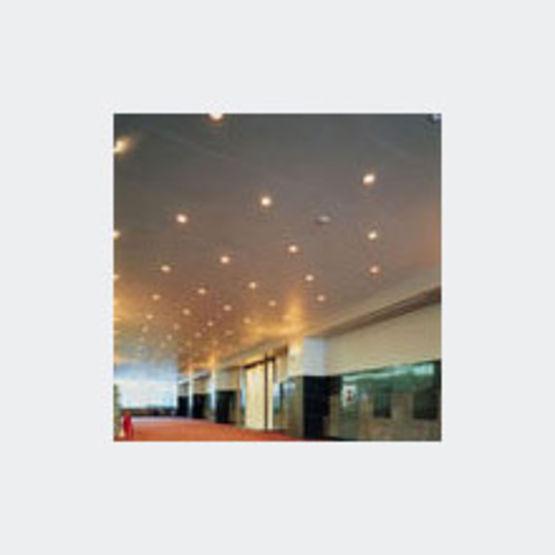 Gamme de plafonds perfor s monter en cassette plafonds for Monter faux plafond