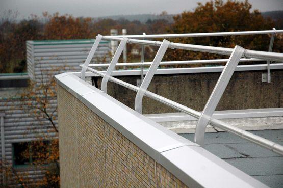 Garde-corps de sécurité pour toitures-terrasses ...