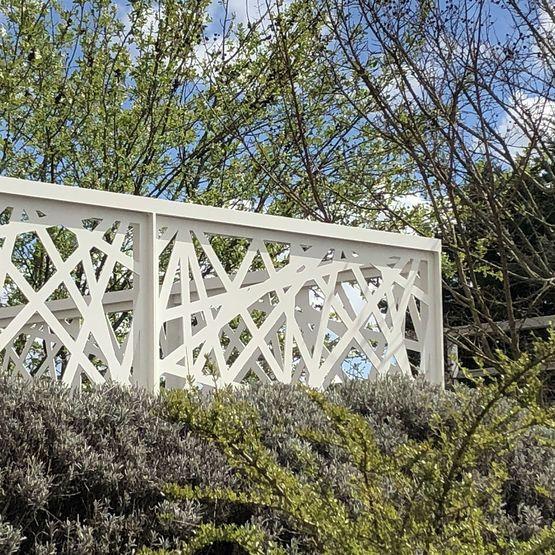 garde corps en aluminium design acier pour toiture terrasse accessible et balcon lotentic. Black Bedroom Furniture Sets. Home Design Ideas