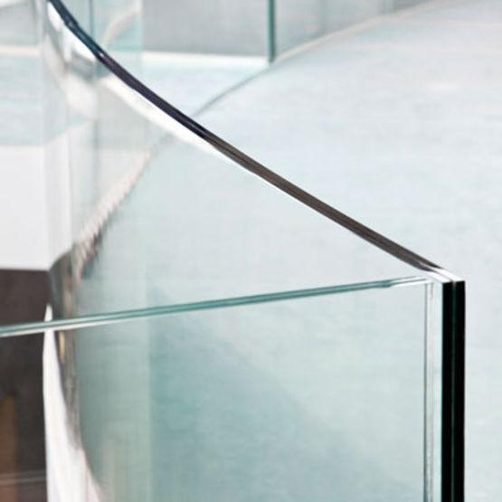 garde corps en verre balustra l p agc glass europe. Black Bedroom Furniture Sets. Home Design Ideas