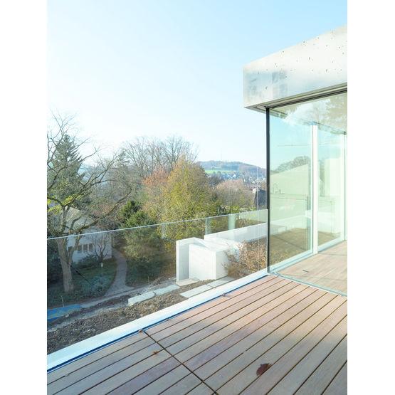 garde corps en verre sans montant vertical garde corps sky frame. Black Bedroom Furniture Sets. Home Design Ideas