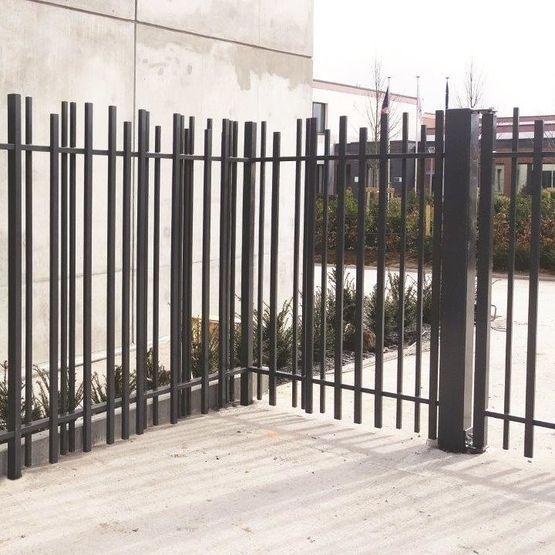 grille barreaud e en acier galvanis poteaux tubulaires. Black Bedroom Furniture Sets. Home Design Ideas