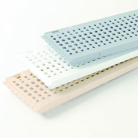 grille en pvc pour caniveaux hydrauliques grille connecto nicoll. Black Bedroom Furniture Sets. Home Design Ideas