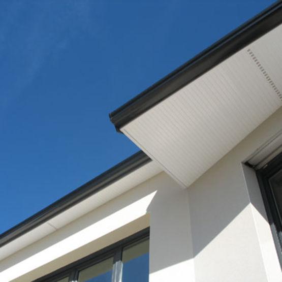 Habillage et protection de d bord de toit en pvc pour le for Lambris pvc avant toit
