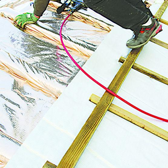 Isolant mince r flecteur cran de sous toiture int gr actis - Triso super 12 boost ...