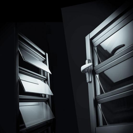 jalousie de s curit lames orientables. Black Bedroom Furniture Sets. Home Design Ideas