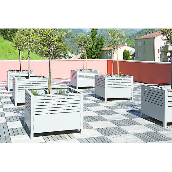 Photo jardiniere exterieure decoration jardiniere - Jardiniere exterieure en aluminium ...