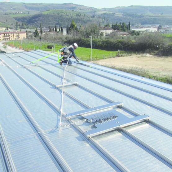 Ligne de vie pour toitures m talliques joint debout for Toiture zinc joint debout