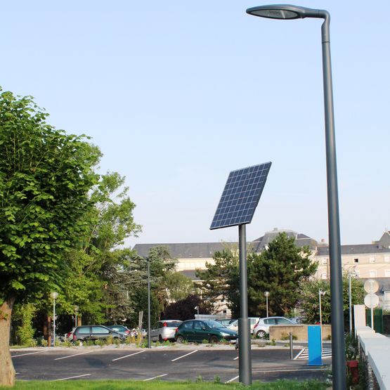 Mini centrale solaire d port e avec lampadaires novea for Luminaire exterieur globe