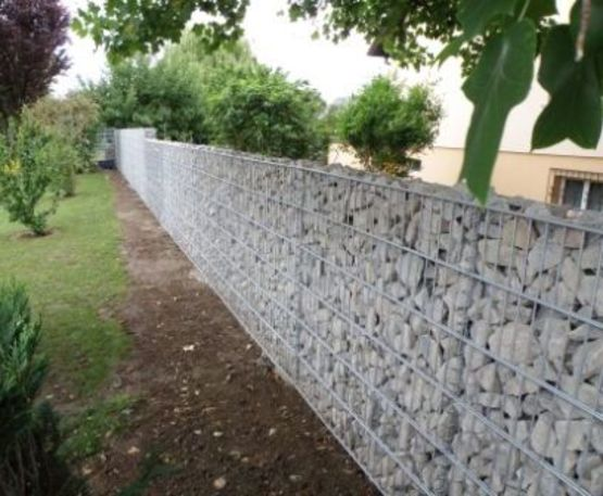 mur de cl ture en gabions cl ture mince en gabions. Black Bedroom Furniture Sets. Home Design Ideas