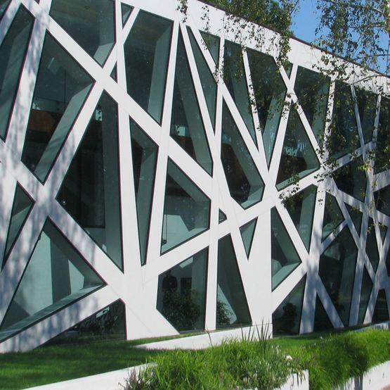 Mur rideau à structure aluminium dissimulée sous vitrage   CW 50-SC ...