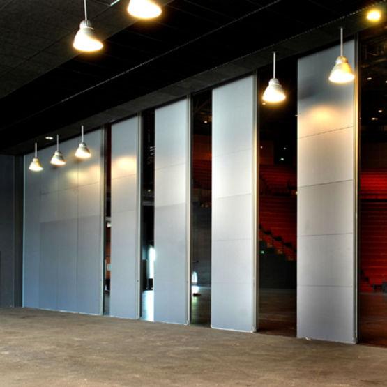 murs mobiles avec affaiblissement acoustique de 58 db. Black Bedroom Furniture Sets. Home Design Ideas